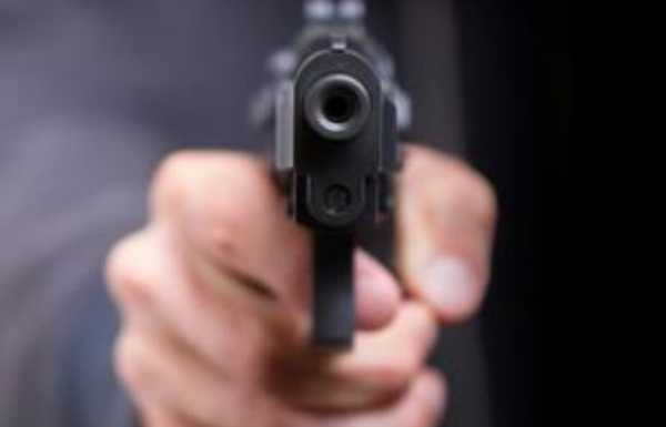 Dois rapazes são assassinados a tiros dentro de barbearia do Recife