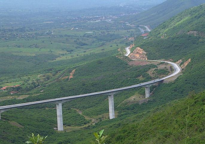 Gravatá: mulher comete suicídio pulando de viaduto na Serra das Russas