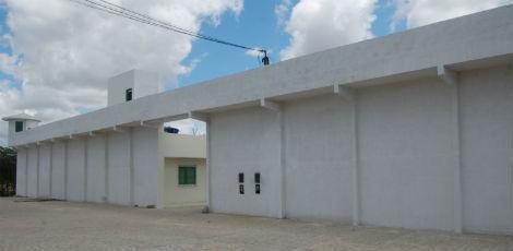 Gravatá: PM localiza 5 celulares durante revista na cadeia pública