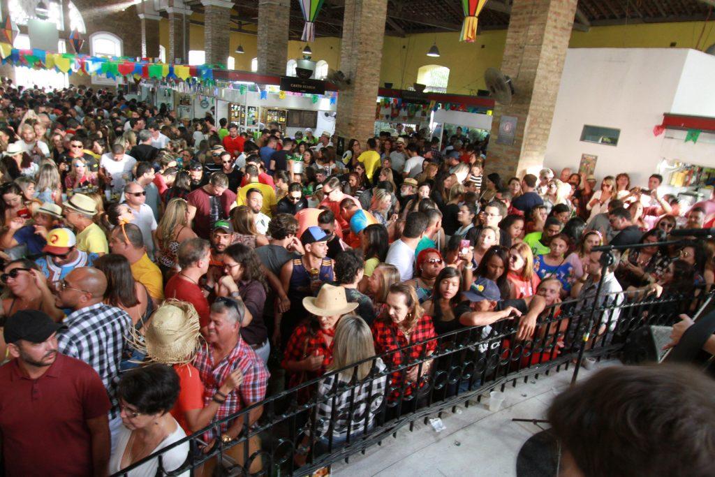 Gravatá: Mercado Cultural preparou muito forró e viola para os visitantes neste fim de semana