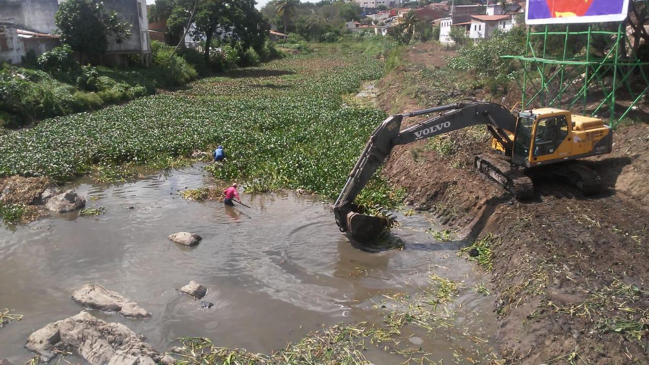 Gravatá: Prefeito Joaquim Neto determina limpeza imediata do Rio Ipojuca