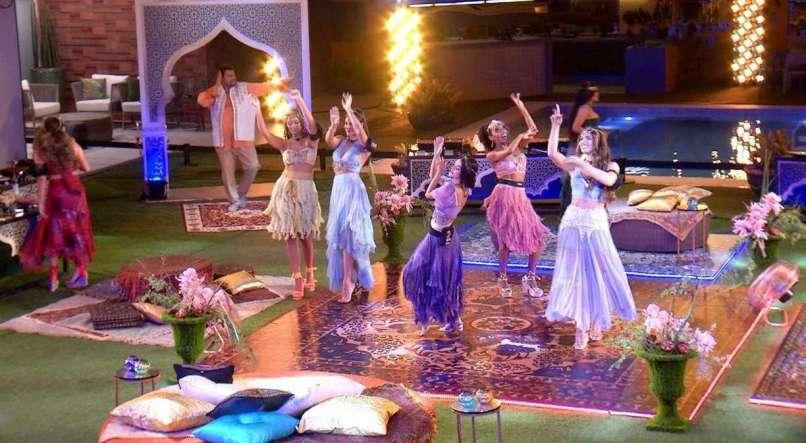Participantes fazem xixi na sala do Big Brother Brasil durante festa badalada
