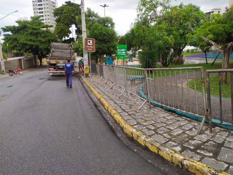 Prefeitura de Caruaru instala grades de proteção nas principais praças da cidade