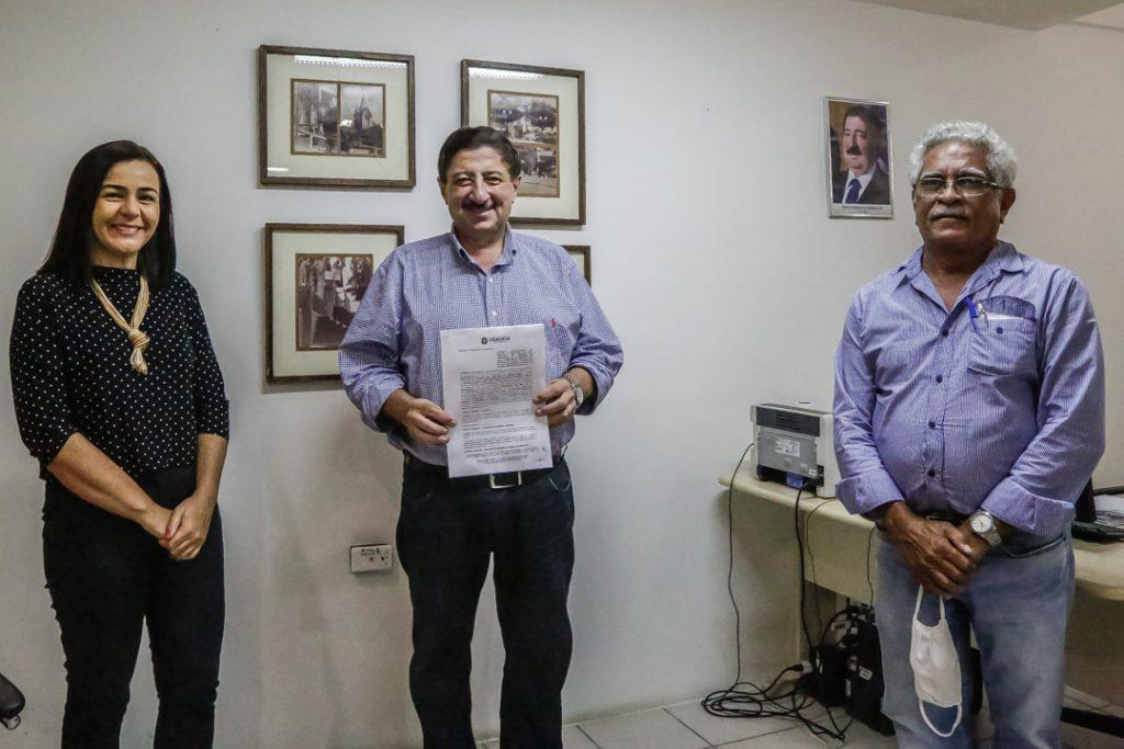 Joaquim Neto anuncia asfaltamento de 16 ruas de Gravatá
