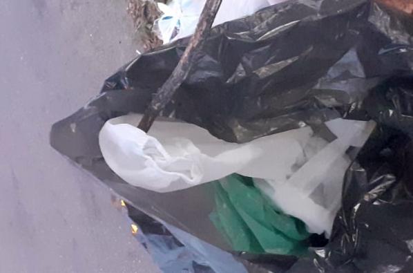 Gravatá: roupa de proteção de COVID-19 é descartada na Rua do Cruzeiro