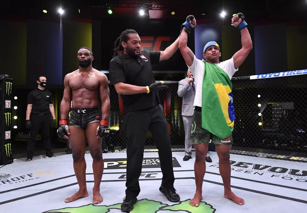 UFC: Brasileiro Gilbert Durinho vence o americano Tyron Woodley