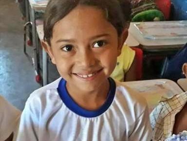 Criança de 7 anos morre eletrocutada quando ajudava mãe a estender roupa
