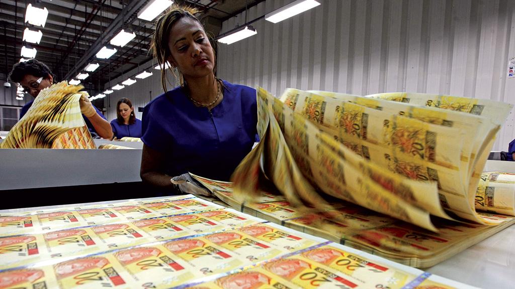 Auxílio Emergencial está travado por falta de cédulas; Banco Central pede impressão de 9 bilhões de reais