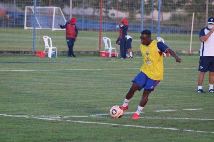 Sem previsão de jogos, Fortaleza Esporte Clube continua investindo em treinos