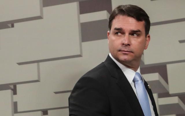 Justiça aceita pedido de Flávio Bolsonaro e transfere caso das 'rachadinhas' a órgão especial