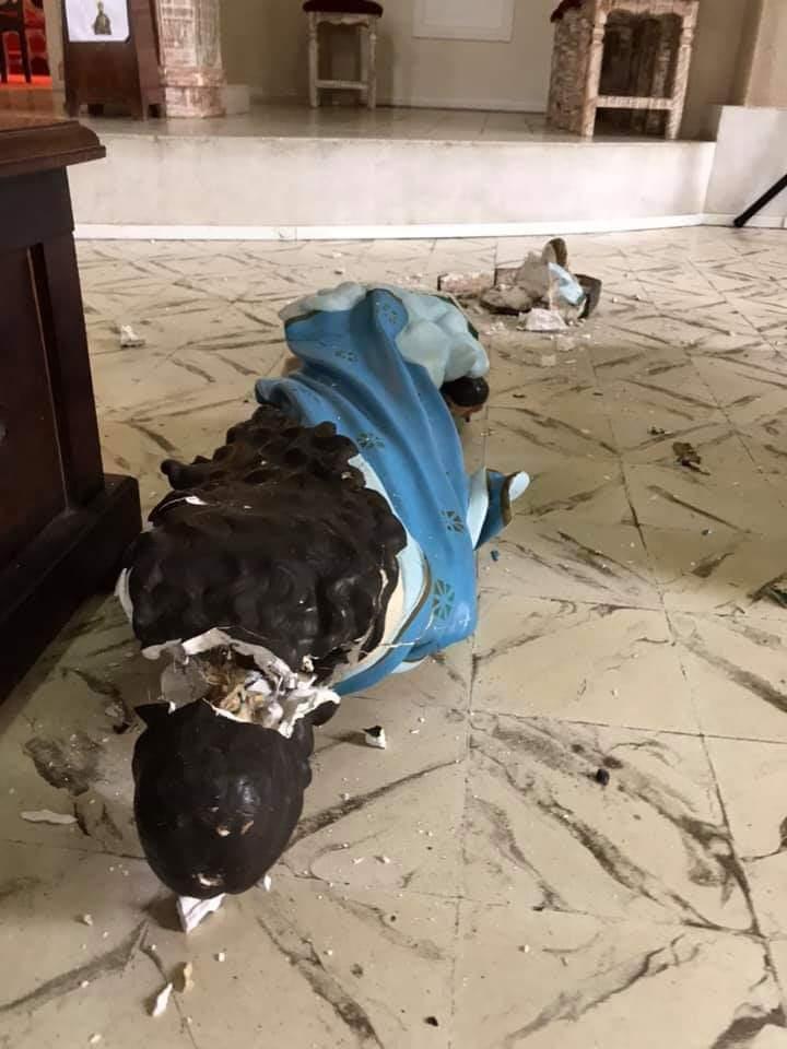 Na véspera de Corpus Christi, homem invade igreja e quebra várias imagens sacras