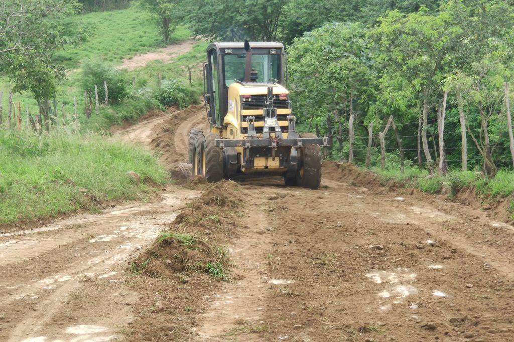 Gravatá: Estrada do Caruá recebe manutenção e piçarra
