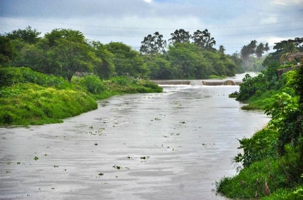 Gravatá: nível do Rio Ipojuca sobe e moradores ribeirinhos estão em alerta