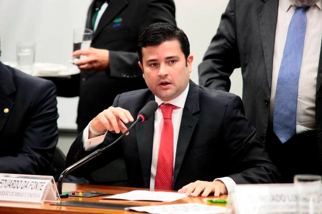 Câmara aprova proposta defendida por Eduardo da Fonte que suspende pagamento do Fies