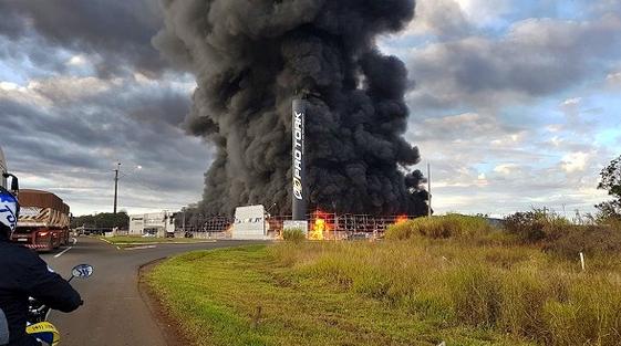 Incêndio destrói barracão da fábrica Pro Tork
