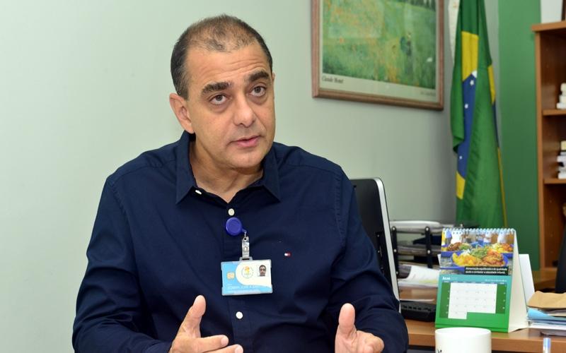 Ministério Público prende ex-secretário de saúde por fraudes em compra de respiradores pulmonares