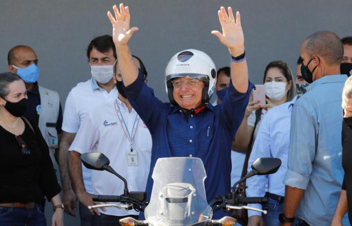 Curado, Bolsonaro passeia de moto e visita deputada em Brasília