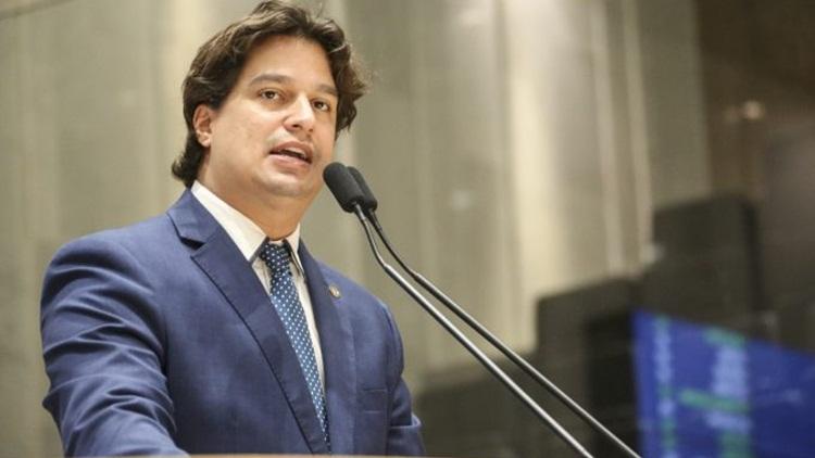 Deputado Lucas Ramos critica falta de transparência da prefeitura de Petrolina
