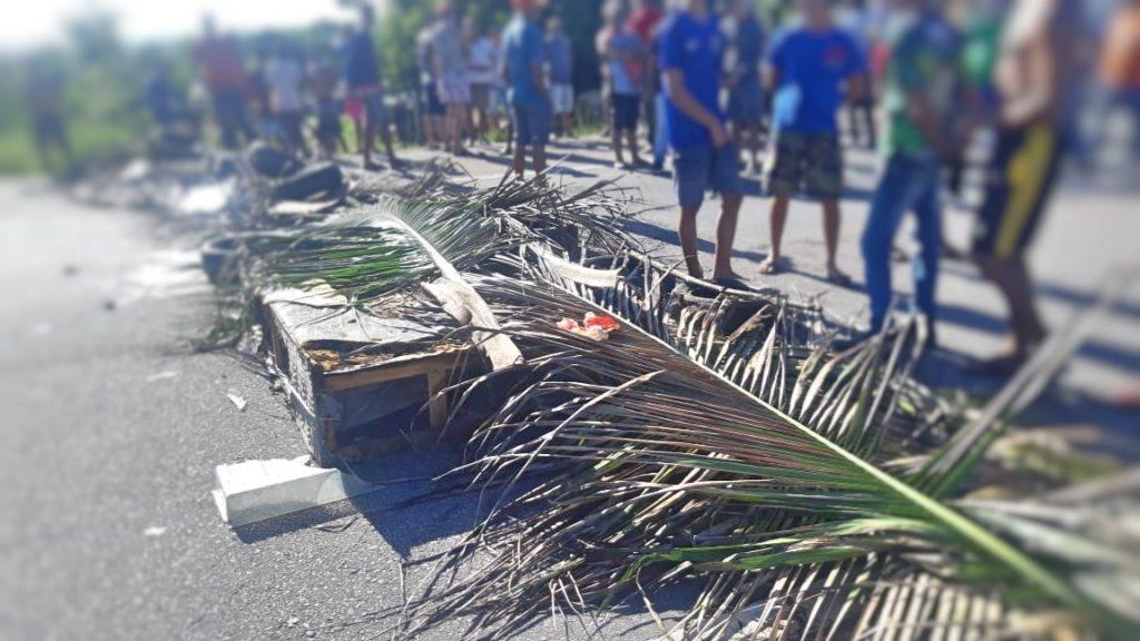 Moradores de Igarassu protestam contra a insegurança na comunidade do Botafogo