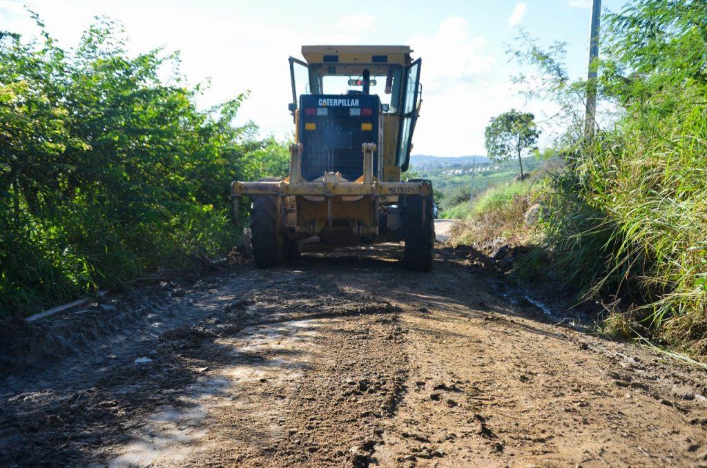 Prefeitura de Gravatá recupera estradas da zona rural; agricultores agradecem