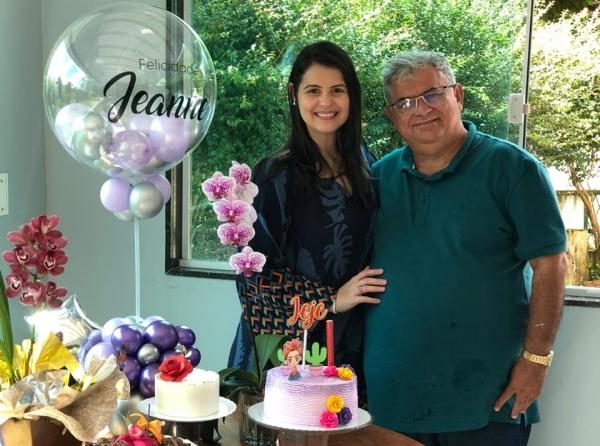 Empresário João Gouveia comemora 61 anos ao lado da filha e da irmã gêmea