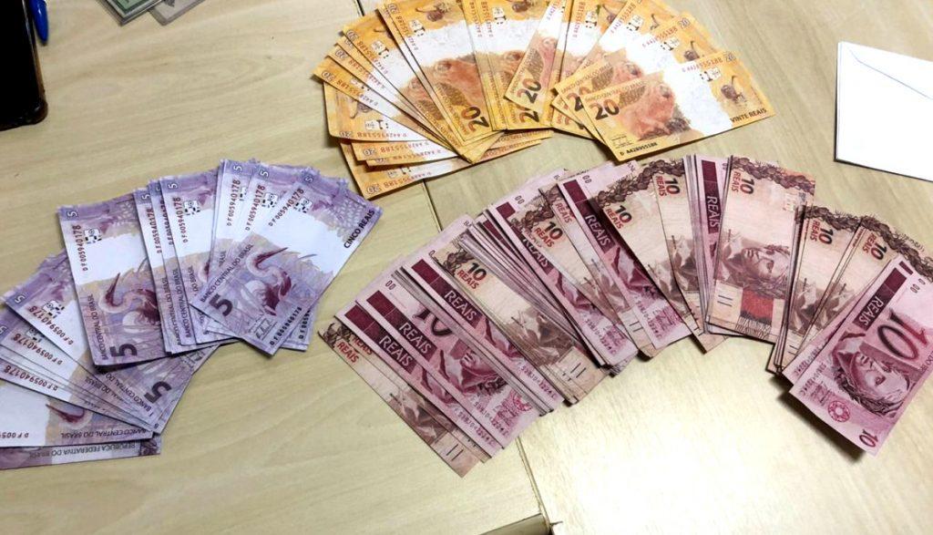 Polícia Federal em conjunto com a PM prende homem com dinheiro falso