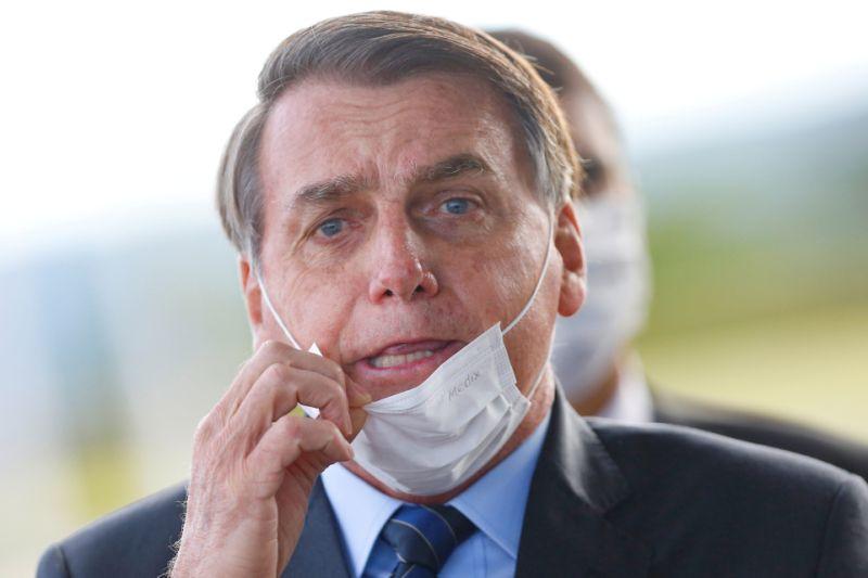Bolsonaro derruba vários pontos da Lei que 'obriga uso de máscaras'
