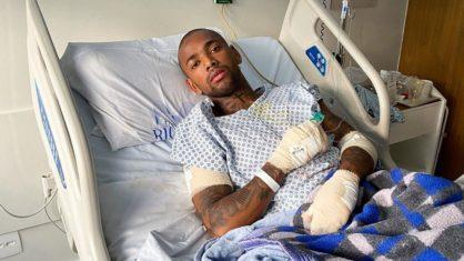 Nego do Borel sofre acidente de moto e precisa fazer cirurgia
