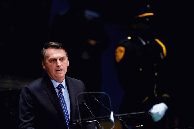 Bolsonaro critica forma como a imprensa usa mortes por COVID-19 para atacar governo federal
