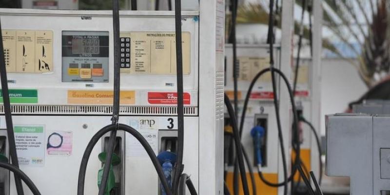 SEFAZ e PMPE realizam fiscalização em postos de combustíveis com bombas violadas