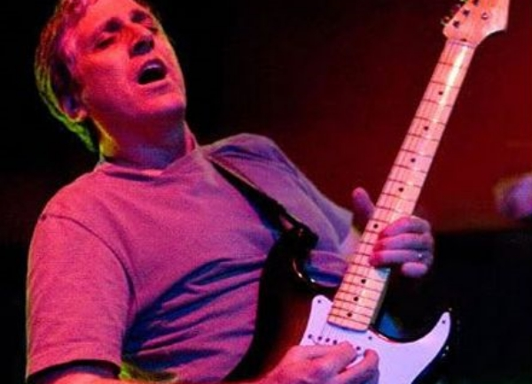 Morre Jack Sherman, o ex-guitarrista de banda Red Hot Chili Peppers