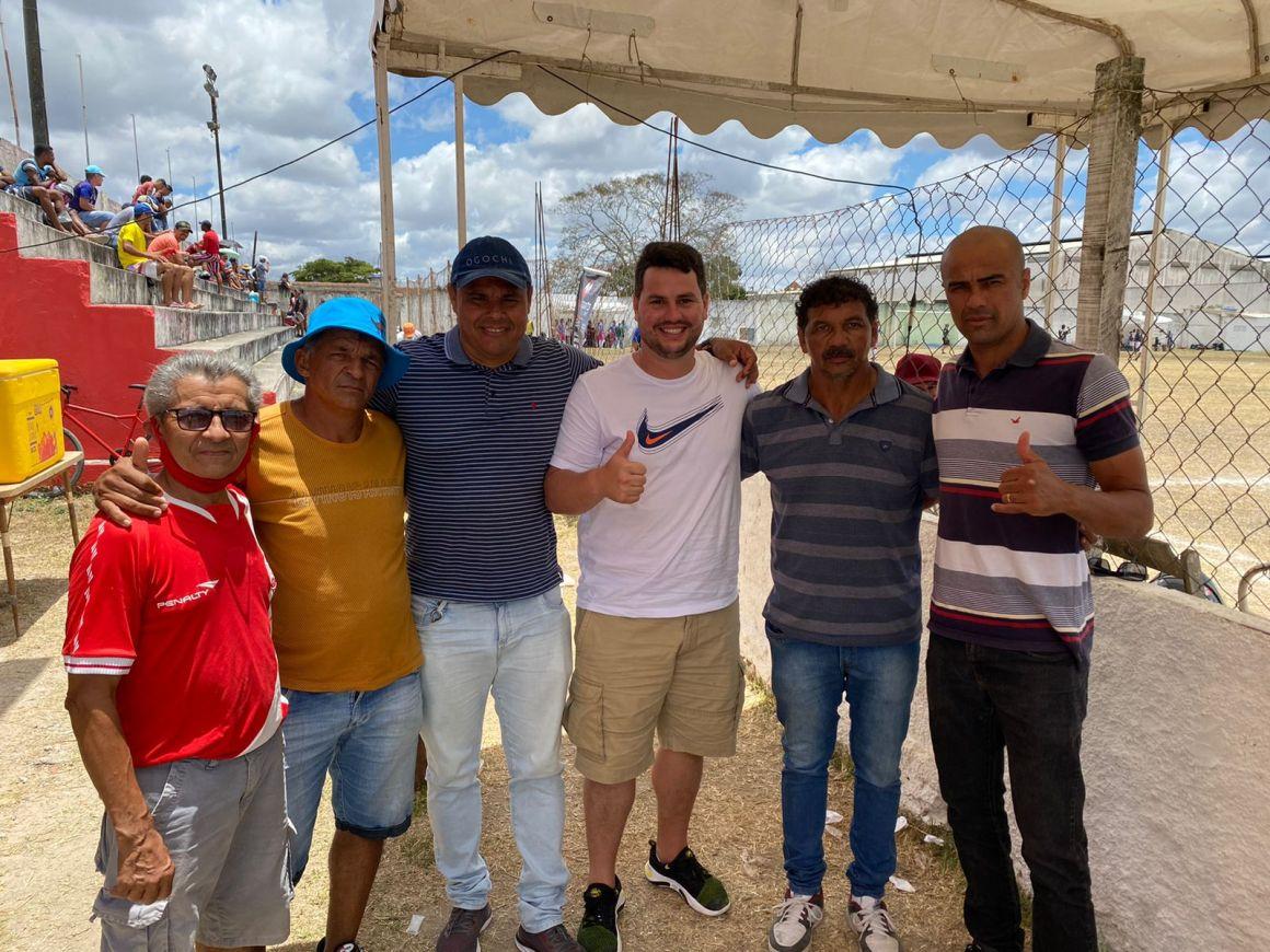 Vereador Tadeuzinho apoia o campeonato de futebol amador de Gravatá