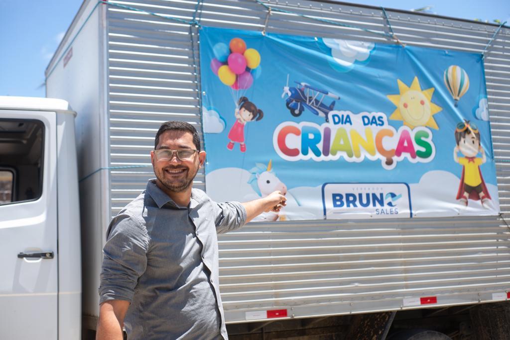 Gravatá: Bruno Sales faz pelo dia das crianças o que a prefeitura não fez