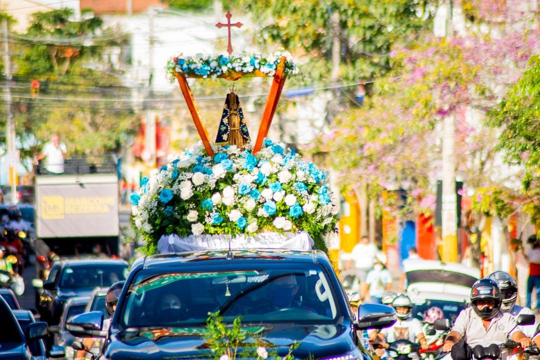Dia de Nossa Senhora Aparecida é marcado com procissão motorizada em Gravatá