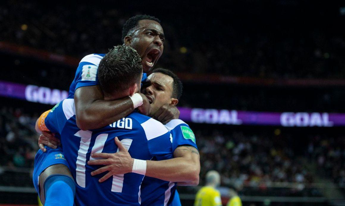 Brasil vence Cazaquistão de virada e leva bronze no Mundial de Futsal